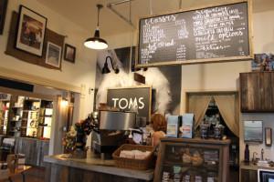 toms2-300x200